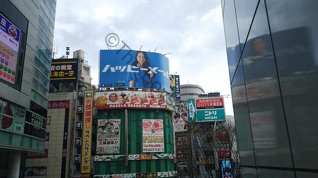 ハッピーメールの街頭広告の写真