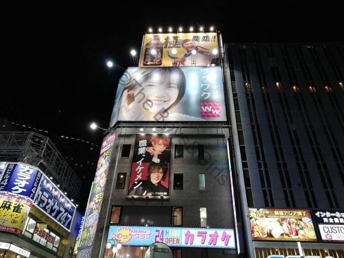 ワクワクメールの街頭広告(新宿)